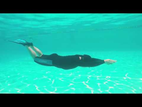 Underwater dolphin kick with Cressi Rondinela fins